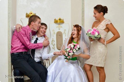 """Ну вот! Наконец-то добрались мои руки выложить фото-репортаж с моей Клеверной свадьбы. Давно я хотела это сделать, но вот как-то так.... В общем """"Я ВЫШЛА ЗАМУЖ!"""" Предупреждаю сразу очень много фотографий.  С моим будущим мужем мы жили некоторое время до свадьбы вместе. И когда решился вопрос со свадьбой, мы подумали и решили что не будем обрамлять кошельки родителей и будем гулять за собственные деньги. А у меня студентки на дневном и любимого-заочника денег много не появится - решили экономить и делать все своими руками.   фото 14"""
