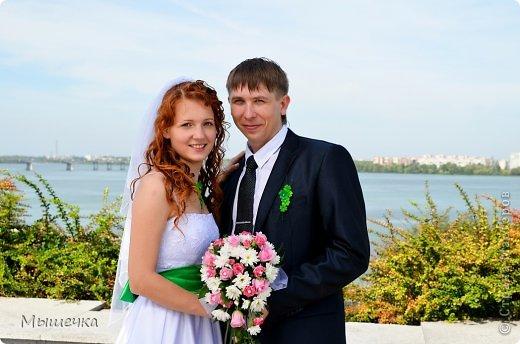 """Ну вот! Наконец-то добрались мои руки выложить фото-репортаж с моей Клеверной свадьбы. Давно я хотела это сделать, но вот как-то так.... В общем """"Я ВЫШЛА ЗАМУЖ!"""" Предупреждаю сразу очень много фотографий.  С моим будущим мужем мы жили некоторое время до свадьбы вместе. И когда решился вопрос со свадьбой, мы подумали и решили что не будем обрамлять кошельки родителей и будем гулять за собственные деньги. А у меня студентки на дневном и любимого-заочника денег много не появится - решили экономить и делать все своими руками.   фото 9"""