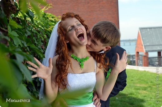 """Ну вот! Наконец-то добрались мои руки выложить фото-репортаж с моей Клеверной свадьбы. Давно я хотела это сделать, но вот как-то так.... В общем """"Я ВЫШЛА ЗАМУЖ!"""" Предупреждаю сразу очень много фотографий.  С моим будущим мужем мы жили некоторое время до свадьбы вместе. И когда решился вопрос со свадьбой, мы подумали и решили что не будем обрамлять кошельки родителей и будем гулять за собственные деньги. А у меня студентки на дневном и любимого-заочника денег много не появится - решили экономить и делать все своими руками.   фото 16"""