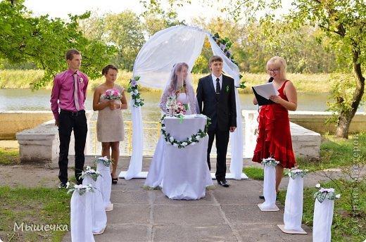 """Ну вот! Наконец-то добрались мои руки выложить фото-репортаж с моей Клеверной свадьбы. Давно я хотела это сделать, но вот как-то так.... В общем """"Я ВЫШЛА ЗАМУЖ!"""" Предупреждаю сразу очень много фотографий.  С моим будущим мужем мы жили некоторое время до свадьбы вместе. И когда решился вопрос со свадьбой, мы подумали и решили что не будем обрамлять кошельки родителей и будем гулять за собственные деньги. А у меня студентки на дневном и любимого-заочника денег много не появится - решили экономить и делать все своими руками.   фото 21"""