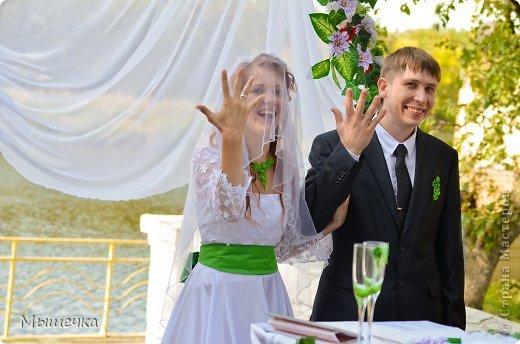 """Ну вот! Наконец-то добрались мои руки выложить фото-репортаж с моей Клеверной свадьбы. Давно я хотела это сделать, но вот как-то так.... В общем """"Я ВЫШЛА ЗАМУЖ!"""" Предупреждаю сразу очень много фотографий.  С моим будущим мужем мы жили некоторое время до свадьбы вместе. И когда решился вопрос со свадьбой, мы подумали и решили что не будем обрамлять кошельки родителей и будем гулять за собственные деньги. А у меня студентки на дневном и любимого-заочника денег много не появится - решили экономить и делать все своими руками.   фото 23"""