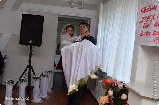 """Ну вот! Наконец-то добрались мои руки выложить фото-репортаж с моей Клеверной свадьбы. Давно я хотела это сделать, но вот как-то так.... В общем """"Я ВЫШЛА ЗАМУЖ!"""" Предупреждаю сразу очень много фотографий.  С моим будущим мужем мы жили некоторое время до свадьбы вместе. И когда решился вопрос со свадьбой, мы подумали и решили что не будем обрамлять кошельки родителей и будем гулять за собственные деньги. А у меня студентки на дневном и любимого-заочника денег много не появится - решили экономить и делать все своими руками.   фото 28"""