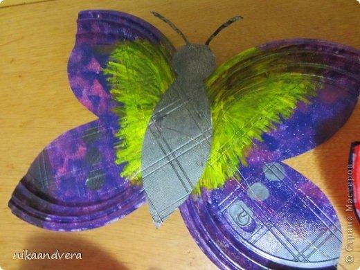 """Всем огромный Привет!!! Увидев МК https://stranamasterov.ru/node/594334 у нас началась тарелкомания. Первыми прилетели бабочки! Мастерили с дочурками, малютка Оля (2 года) губкой """"чпокала"""" красную бабочку, Дашенька (5 лет) делала розовую, ну а я фиолетовую фото 3"""