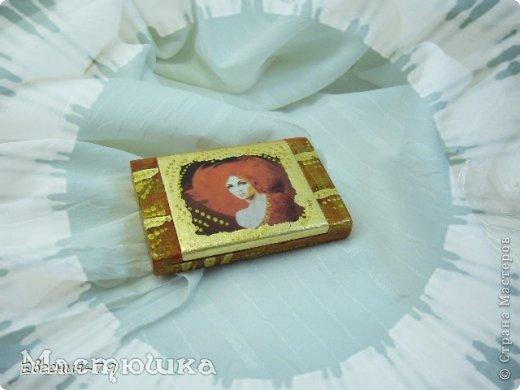 При работе использовала красный и золотой акрил, поталь, золотой и красный контур (для гребешка), лак для потали, акриловый и щелачный лаки, распечатку. фото 1