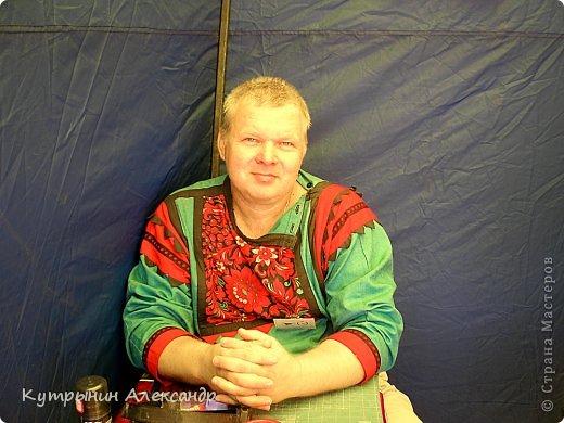 """В этом году Бог сподобил меня опять в Чебоксары, на всероссийский конкурс """"Русь мастеровая"""". Да не одного, а со своей дражайшей половинкой. Всё было оговорено, всё оплачено принимающей стороной. И утром 22 июня ровно в четыре часа, мы выехали. У нас был огромный девятнадцати местный """"Мерс"""", за рулём отличный человек и прекрасный водитель Лори Жвания, грузин по национальности, и оттого очень весёлый и щедрый. В Шуе к нам присоединились ещё шесть человек из ансамбля русской песни """"Злата Русь"""". Они ехали туда же на конкурс  народной песни """"Родники России"""". Здесь же к нам села мастер но традиционной русской кукле, Галя. В Палехе (слыхали про Палех?) мы забрали Лиду, девушку скромную и рукодельную. Она представляла номинацию """"Роспись по дереву"""". В Мыту подсадили директора Мытского дома народного творчества Риту. Ну всё, полный боекомплект. фото 9"""