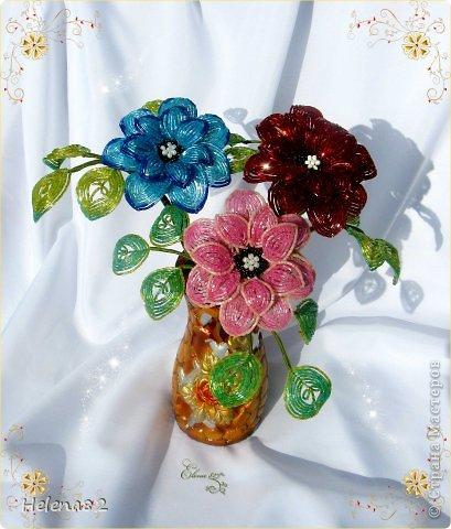 Цветы в этом букете выполнены из продолговатого бисера-рубки.Работа выполнена по МК Елены Башкатовой,найденному в интернете. фото 1