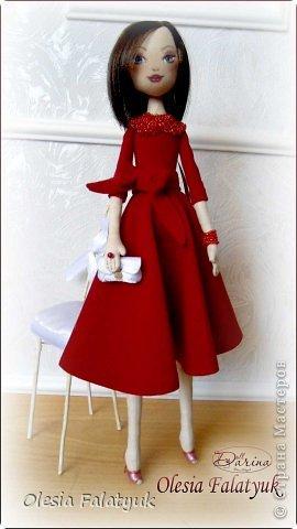 Женщина в красном платье. фото 3