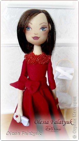 Женщина в красном платье. фото 2