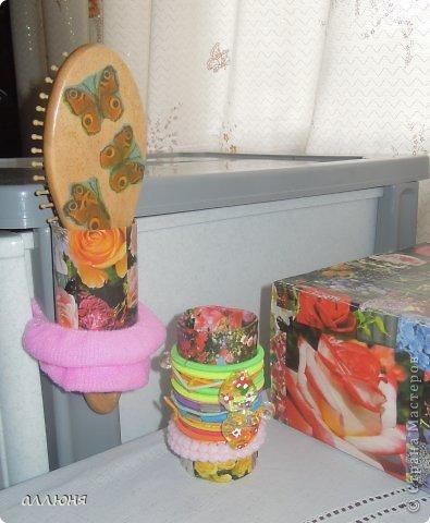 Здравствуйте! Вот такая роза расцвела у нас на даче. Дочка обожает цветы, а вот наводить порядок, как многие детки, не особенно любит. Вот я и решила, используя цветочную тему, приучать дочку к порядку. К тому же вещами, сделанным своими руками, гораздо интереснее пользоваться.  фото 2