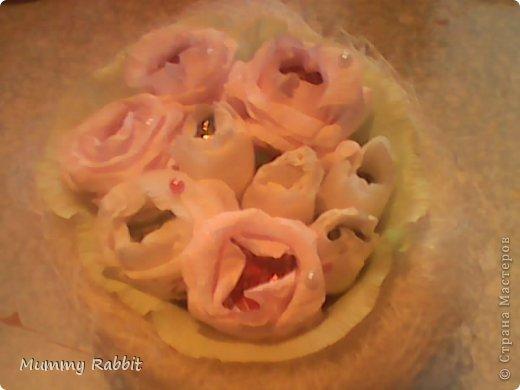 Всем доброго времени суток! Попытка сделать сладкие букетики, были подарены воспитателям.  Первый кремово-розовый, украшен полубусинами.  фото 1