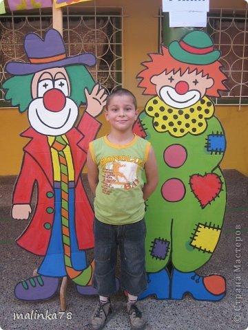 Состоялась одна благотворительная акция, где собирались деньги на построение колледжа. Вот мы нарисовали клоунов и принцессу с которыми можно было сфотографироваться за  N... сумму.  фото 1