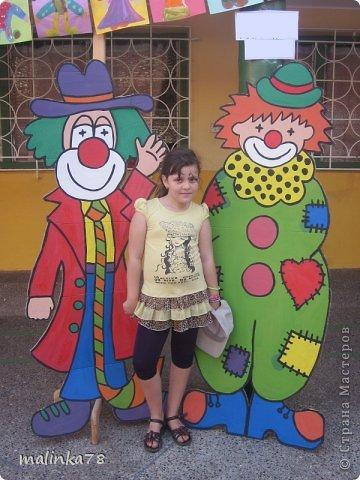 Состоялась одна благотворительная акция, где собирались деньги на построение колледжа. Вот мы нарисовали клоунов и принцессу с которыми можно было сфотографироваться за  N... сумму.  фото 2