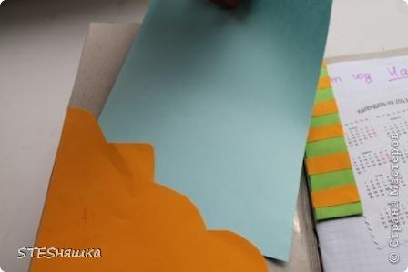 Всем привет. Решила я сделать подарок моей знакомой. Получился вот такой вот блокнотик. Основа листы из тетради. Обложка картон. Цветок офисная бумага. Надпись фломастерами. Картинка из интернета.  фото 3