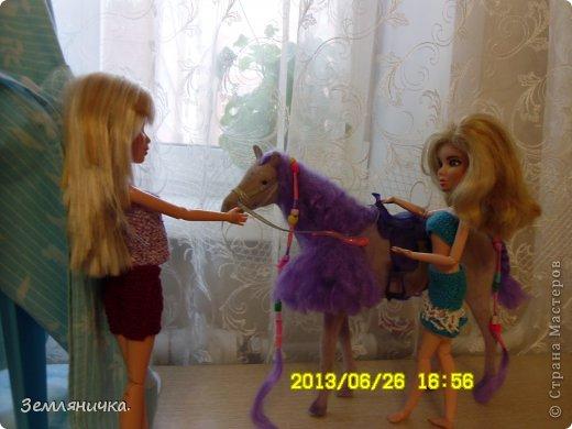 Приветик всем! Это мои куклы Даша и Яна(Даша с лева, а Яна с права).Они сёстры и живут раздельно, так как их родители в разводе.И Яна решила навестить свою сестру Дашу! она вместе с Яной любили брать огромныей куски шолка делать из них домик.Даша ждала Яну по этому решила сделать ей подарок из детсва и сделала тот домик. фото 6