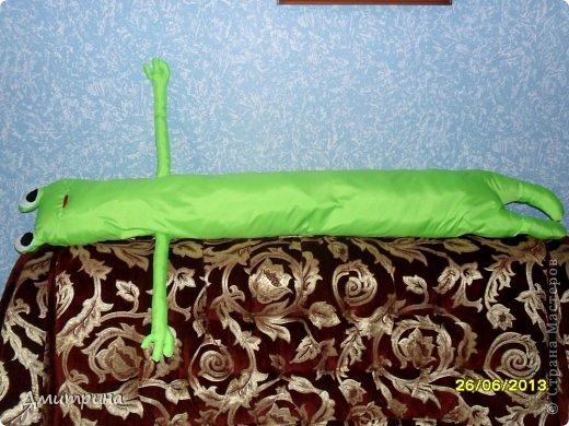 Здравствуйте, жители Страны! Сегодня пришла к вам в гости со своей подушкой-подружкой-лягушкой! Сшила сама, по своему эскизу. Набита синтепоном. фото 3
