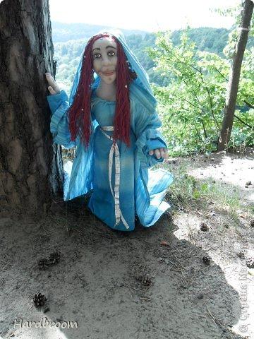 Вивиана это верховная жрица Авалона, острова, где чьтят Богиню Мать. А еще она конечно же приходится тёткой корол. Артуру и подарила ему мечь Экскалибур. фото 2