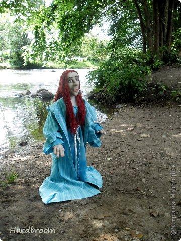 Вивиана это верховная жрица Авалона, острова, где чьтят Богиню Мать. А еще она конечно же приходится тёткой корол. Артуру и подарила ему мечь Экскалибур. фото 3
