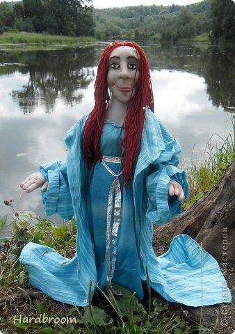 Вивиана это верховная жрица Авалона, острова, где чьтят Богиню Мать. А еще она конечно же приходится тёткой корол. Артуру и подарила ему мечь Экскалибур. фото 6