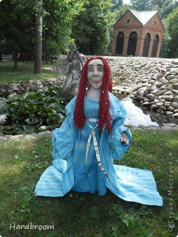 Вивиана это верховная жрица Авалона, острова, где чьтят Богиню Мать. А еще она конечно же приходится тёткой корол. Артуру и подарила ему мечь Экскалибур. фото 7