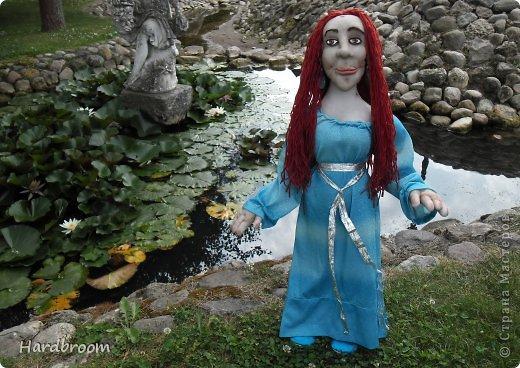 Вивиана это верховная жрица Авалона, острова, где чьтят Богиню Мать. А еще она конечно же приходится тёткой корол. Артуру и подарила ему мечь Экскалибур. фото 8