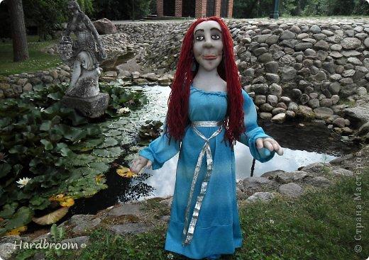 Вивиана это верховная жрица Авалона, острова, где чьтят Богиню Мать. А еще она конечно же приходится тёткой корол. Артуру и подарила ему мечь Экскалибур. фото 10