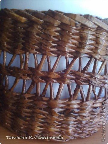 В подарок подруге на день рожденья- кашпо. Диаметр дна- 30 см. Высота 25 см. Дно из поликарбоната. Трубочки покрашены водной морилкой Мокко, покрыты бесцветным лаком. фото 2