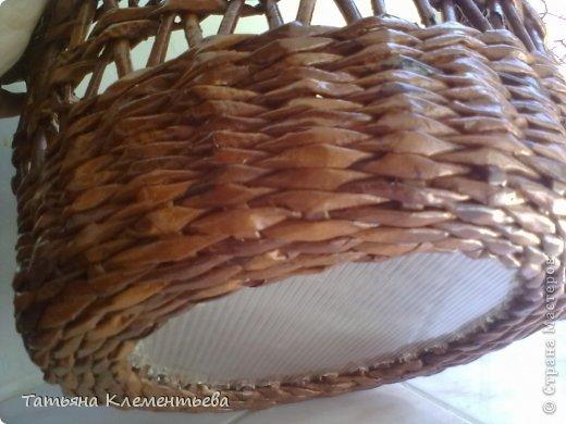 В подарок подруге на день рожденья- кашпо. Диаметр дна- 30 см. Высота 25 см. Дно из поликарбоната. Трубочки покрашены водной морилкой Мокко, покрыты бесцветным лаком. фото 4