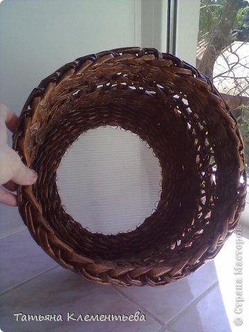 В подарок подруге на день рожденья- кашпо. Диаметр дна- 30 см. Высота 25 см. Дно из поликарбоната. Трубочки покрашены водной морилкой Мокко, покрыты бесцветным лаком. фото 5