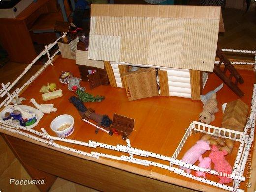 Минидача с флюгером и аистом на крыше фото 3