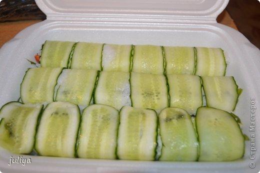 Ингредиенты: Рис для суши Нори Чука Орехорый соус Огурец Перец красный фото 12