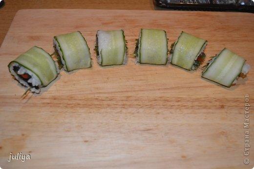 Ингредиенты: Рис для суши Нори Чука Орехорый соус Огурец Перец красный фото 11
