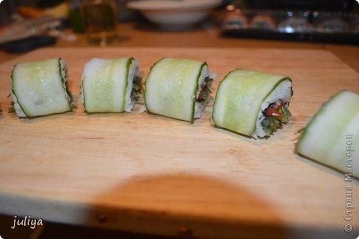 Ингредиенты: Рис для суши Нори Чука Орехорый соус Огурец Перец красный фото 1
