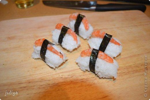 Ингредиенты: Рис для суши Нори Чука Орехорый соус Огурец Перец красный фото 14
