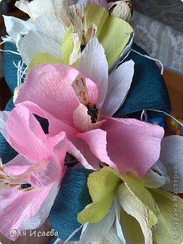 Всем привет, хочу показать мой сладкий кошелечек с орхидеями , для подруги. Миленький и маленький. Ей понравился. Делала по ее просьбе , чтобы влез в посылку. Всего 13 конфеток, орешки в шоколаде. Первый раз такая композиция, думаю что получилось, буду ждать вашего мнения.    фото 5