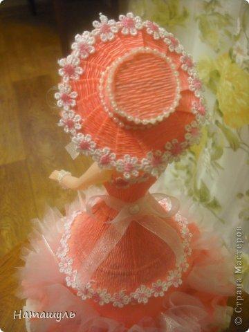 кукла в персиковых тонах. внутри цветка конфета бим-бом. фото 3