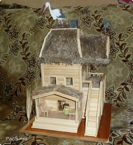 Минидача с флюгером и аистом на крыше фото 1