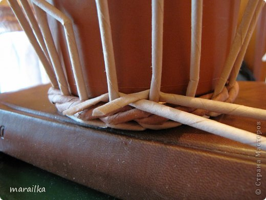 Мастер-класс Поделка изделие Квиллинг Плетение Прячем хвосты МК для начинающих Бумага газетная Трубочки бумажные фото 13