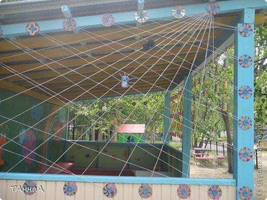 Вход обозначили плетенным заборчиком фото 15