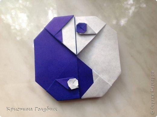 Привет! Хотите сделать такое легкое украшение? Тогда вы по адресу! Источник: http://planetaorigami.ru/2011/09/simvol-in-yan-iz-bumagi-po-sxeme-sy-chen/ фото 1