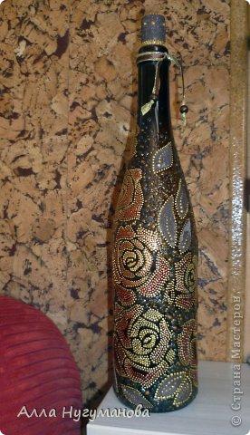 Бутылочку эту сделала еще зимой, тогда же и подарила. Это подарок на ДР маминой подруге Разине Галимулловне, а зовут ее обычно Розой. Поэтому розы для Розы. Недавно были у нее в гостях. Используется по назначению. фото 2