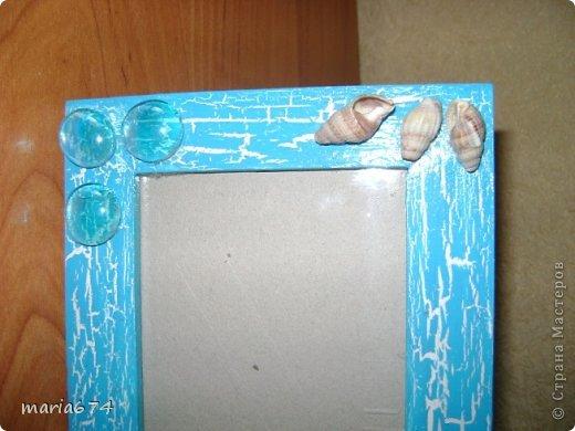 для оформления этой фоторамки использовались: краска акриловая,лак - кракелюр,декоративные стеклянные камушки,ракушки натуральные,лак акриловый. фото 2