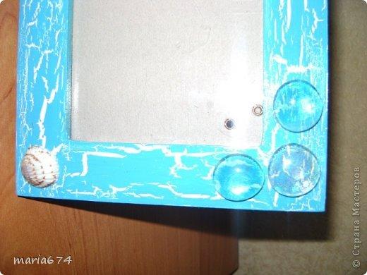 для оформления этой фоторамки использовались: краска акриловая,лак - кракелюр,декоративные стеклянные камушки,ракушки натуральные,лак акриловый. фото 3