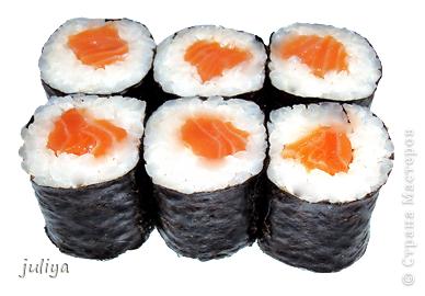 """Японское название дословно переводится как """"крученые суси"""". В последствие это название было переведено на английский и получило широкое распространение в 70-х годах, когда в США случился настоящий бум японской кухни.  фото 4"""