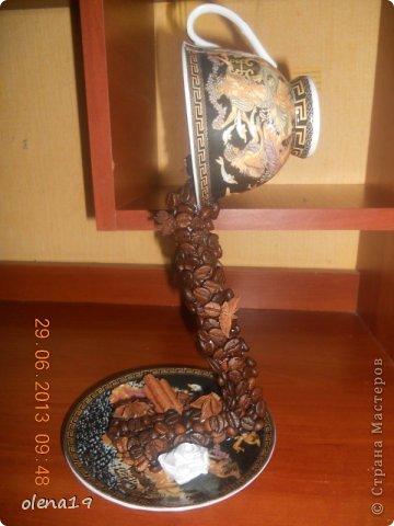 Такая у меня получилась чашечка. Рисунок на ней очень красивый - изображения богов греческого Олимпа: Афродиты, Посейдона, Гермеса...  фото 2