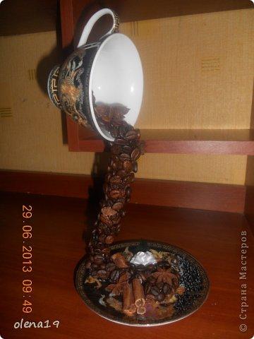 Такая у меня получилась чашечка. Рисунок на ней очень красивый - изображения богов греческого Олимпа: Афродиты, Посейдона, Гермеса...  фото 1
