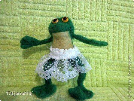 Ква-кая погода , такие и игрушки ! Всем здравствуйте ! знакомьтесь - лягушонок Квалентин ! Ему такая погода как у нас этим  летом очеень нравится ! фото 2