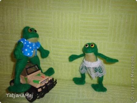 Ква-кая погода , такие и игрушки ! Всем здравствуйте ! знакомьтесь - лягушонок Квалентин ! Ему такая погода как у нас этим  летом очеень нравится ! фото 4