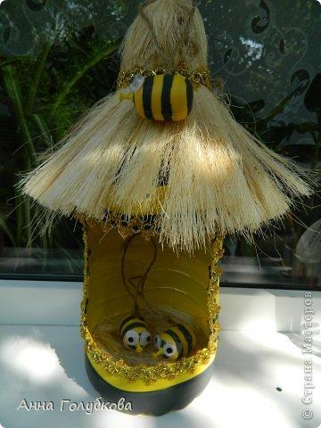 Вот такой улей с пчелками сделали для детской площадки с детками