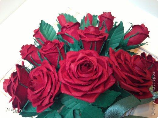 Вот такой букетик родился. Розы делала по МК Астории http://astoriaflowers.blogspot.ru/ Очень увлекательное занятие. фото 3