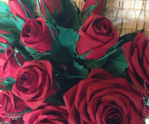 Вот такой букетик родился. Розы делала по МК Астории http://astoriaflowers.blogspot.ru/ Очень увлекательное занятие. фото 4